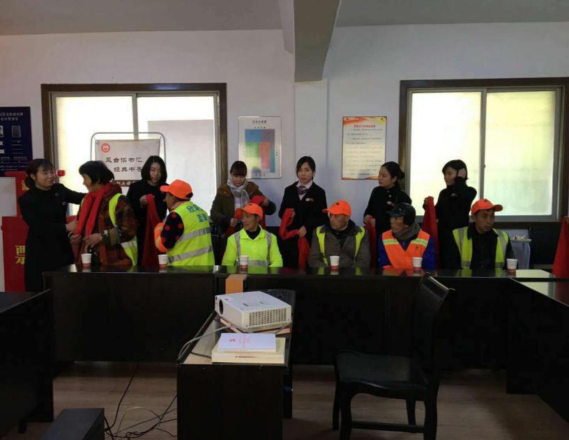 东方金典荆州分公司--开展活动,慰问环卫工人